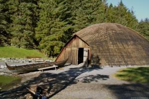 Boathouse for a Viking warship. The boat Holmrygr is outside. (Photo Karmøy Kulturopplevelser)