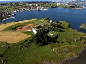 Grønhaug og Storhaug i forhold til kongsgården. Foto KIB media