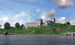 Avaldsnes Royal manor seen from the strait Karmsund. Reconstruction based on archaeological excavations in 2017. (ARKIKON, Ragnar Børsheim)