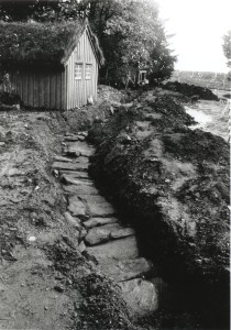 "The secret passageway. An escape route for use in times of trouble. In the gravel you see the stone slabs that form the ""roof"" of the passageway. (Photo AmS)"