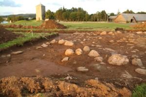 Sirkelforma gravanlegg fra yngre romertid funnet på Kongshaugen. Anlegget innehold også brente bein fra sekundærgraver og en grav fra vikingtid. (Foto Marit S. Vea)