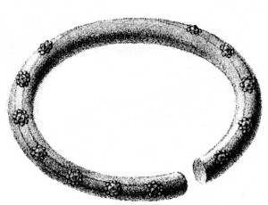 Ringen fra Avaldsnes, tegnet av Lyder Sagen i 1812. Foto: BergenMuseum. —Copper alloy ring found at Avaldsnes in c. 1800.