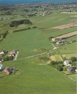"Four of the Bronze Age mounds on the Blood Heights viewed from above, the closest is ""The Chieftain burial 5, "", then ""The Prince mound"" then ""the Child's Grave"". Photo: Norsk Flyfoto AS"
