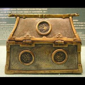 Keltisk relikvieskrin med innskriften Ranuaik a kistu.( Foto  Christer Hamp )