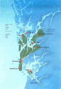 """AUGVALDS RIKE Sammenligning mellom det riket som Storhaugfyrsten hersket over på 700-tallet og det kildene forteller om """"Augvalds rike"""", gir et overraskende sammenfall. Røde prikker viser steder med sentrale funksjoner på 700-tallet Grønne områder viser steder nevnt i forbindelse med kong Augvald. Stedsnavn hentet fra dr. Hansens beretning fra 1799 (Hansen 1800). Geografisk område-avgrensning basert på skipreideinndelingen etter skattematrikkelen fra 1647. (Kart fra """"Kongemakt og kongerike. Gravritualer og Avaldsnes-områdets politiske rolle 600 – 100.( A. Opedal,  Oslo 2010)"""