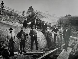 Utgravingen av Osebergskipet, 1904. Foto Oldsaksamlingen
